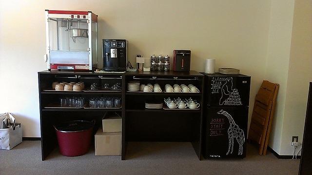 靱公園のすぐ南にある 【+Color ENGLISH CAFE】 さんを紹介します
